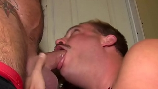 Muscular tough guy blown before feeding jizz to thirsty gay