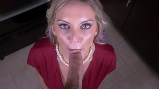 Hot ma Kenzie Taylor deepthroats stepsons dick